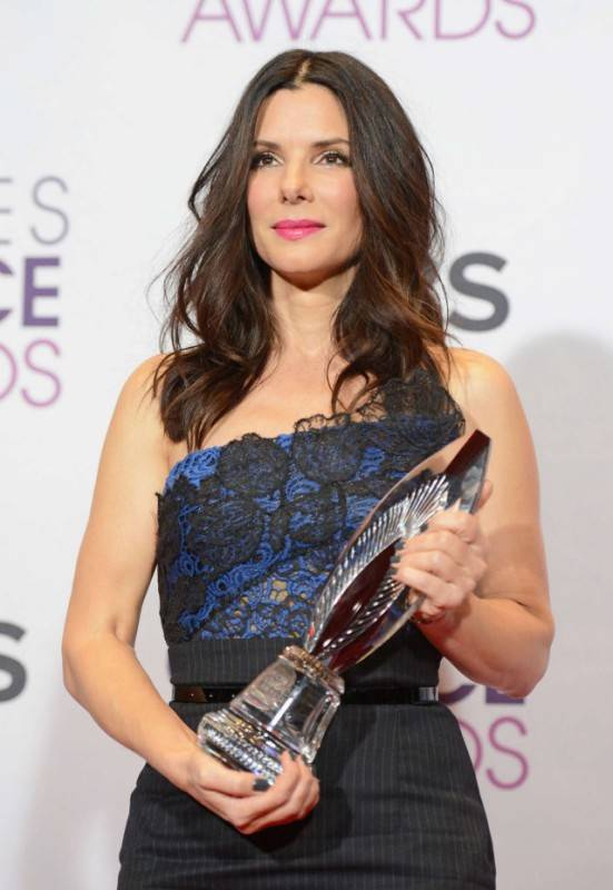 Sandra-Bullock-at-39th-Annual-Peoples-Choice-Awards--05-640x928