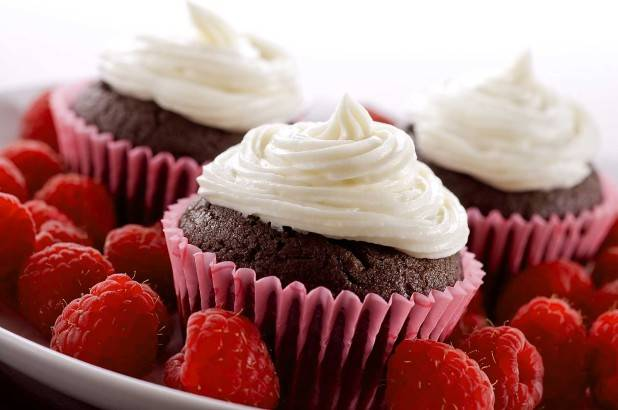 chocolate-raspberry-cupcakes
