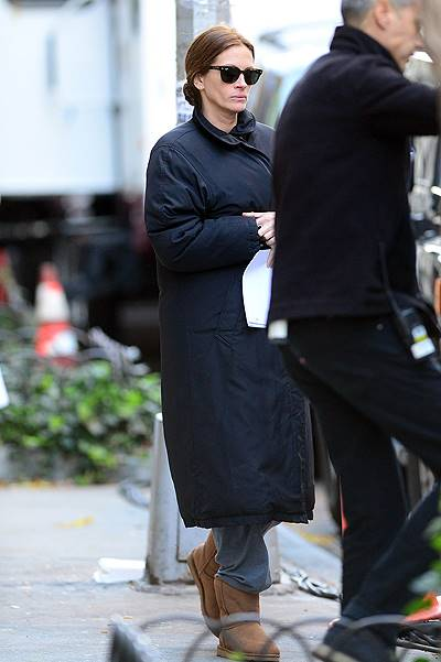 Julia Roberts walks to her trailer while on the set of 'The Normal Heart' in New York City