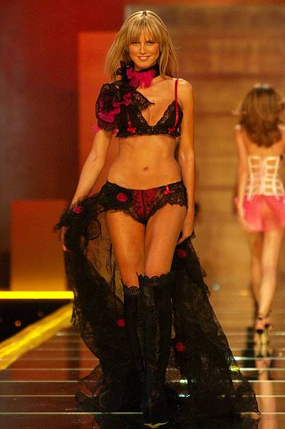 Victoria's Secret Fashion Show 2002 - Show