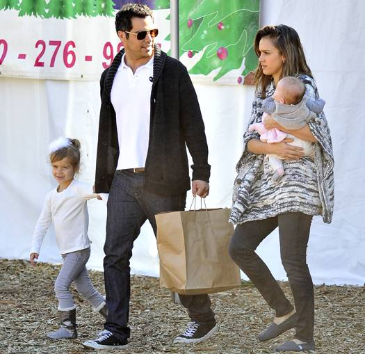 Jessica Alba takes her daughters to purchase a christmas tree in Beverly Hills, Ca