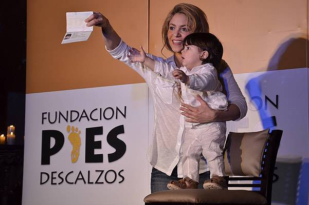 Colombian singer Shakira and her son Milan Pique Mebarak wave to their fans in Cartagena on February 24, 2014