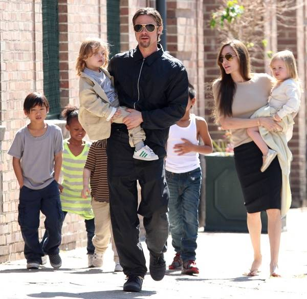 brad-pitt-angelina-jolie-children_blog