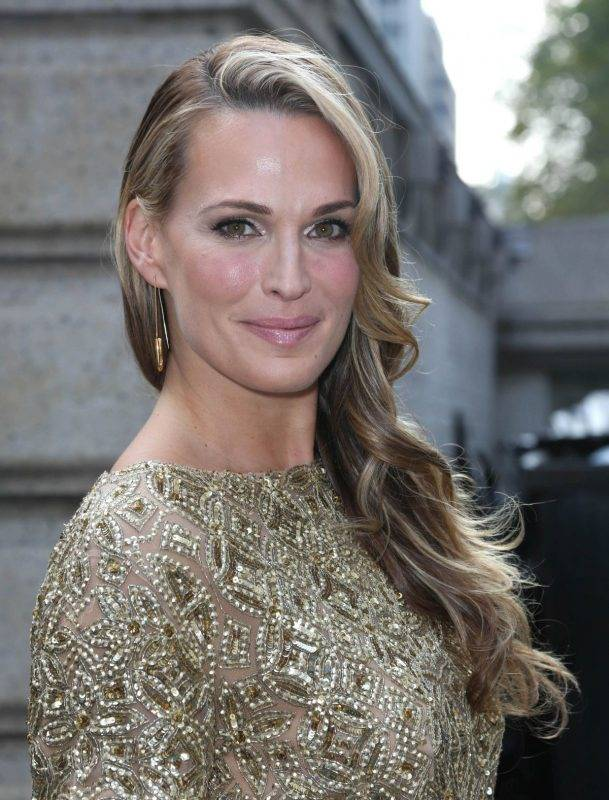molly-sims-at-the-marchesa-spring-2014-fashion-show-in-nyc_1