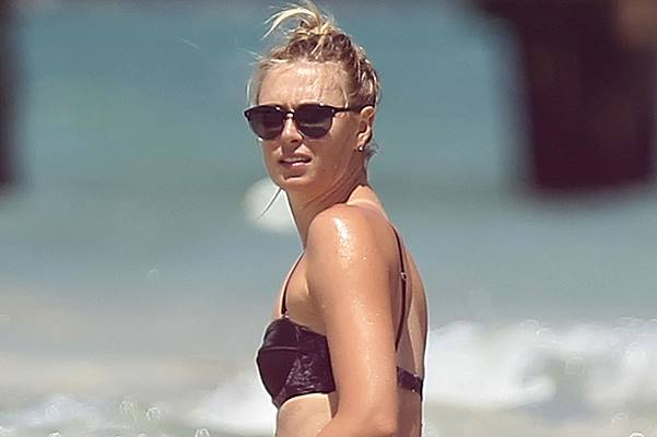 EXCLUSIVE: Russian tennis player Maria Sharapova shows her unspoilable body, while having a happy time with her friends on the beaches of Cancun, Mexico