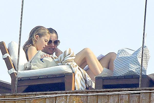 Kate Moss strikes a Pose by the Pool **NO UK**
