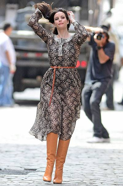 Liv Tyler poses for a fashion photo shoot in New York City