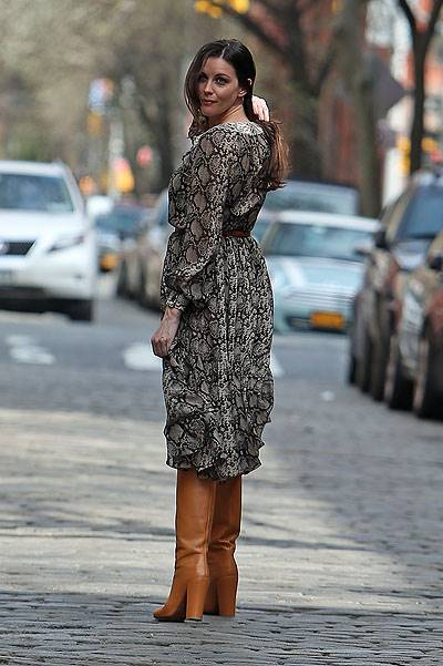 Liv Tyler does a photo shoot in the West Village in the streets of New York City