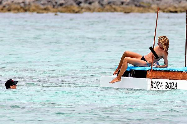 *EXCLUSIVE* Heidi Klum shows off her Goods during Romantic Getaway with Vito Schnabel