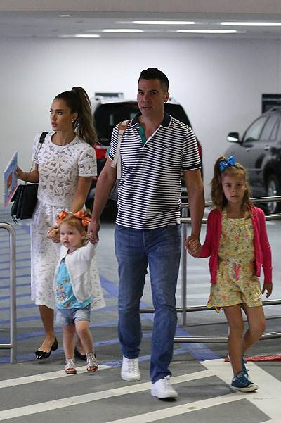 Jessica Alba and Cash Warren take their girls to The Hammer Museum in Westwood, CA