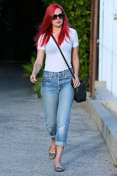 Rumer Willis seen leaving Andy Lecompte hair salon with pink hair, when she gets back to her car she finds out her parking meter has expired and she has a parking ticket. Featuring: Rumer Willis Where: Los Angeles, California, United States When: 20 May