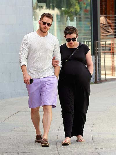 Ginnifer Goodwin And Josh Dallas Have A Burger Lunch