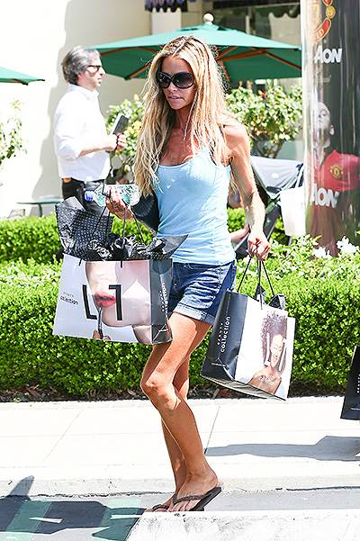 Denise Richards and her girls go on a Shopping Spree