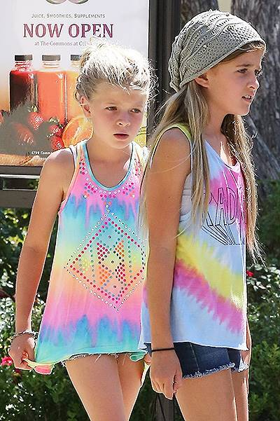 Denise Richards summer shopping with her girls
