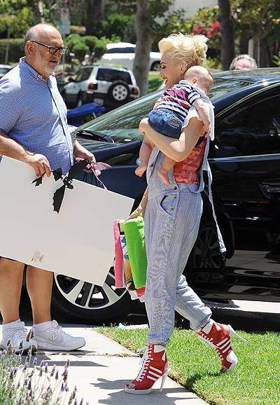 Gwen Stefani celebrates both the 4th of July and her father's birthday with her family. Stefani's father was given a collage featuring his grandchildren. Featuring: Gwen Stefani,Apollo Rossdale,Dennis Stefani Where: Los Angeles, California, United States
