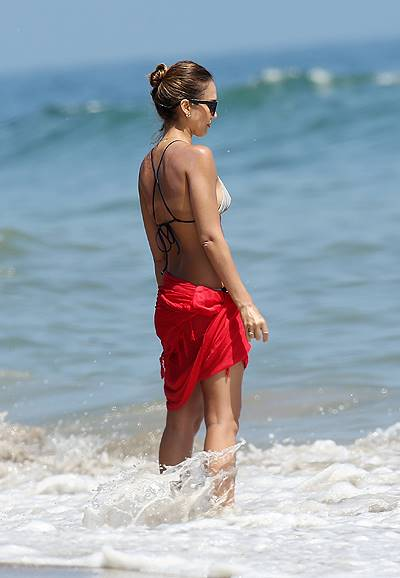 Jessica Alba and Honor enjoying 4th July on Malibu beach