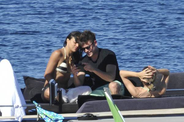 NO WEB - NO BLOG - Zac Efron and Michelle Rodriguez kissing in Sardinia, Italy -- A other agency in competition