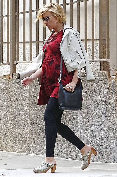 EXCLUSIVE: Scarlett Johansson shows off her pregnant belly in New York City