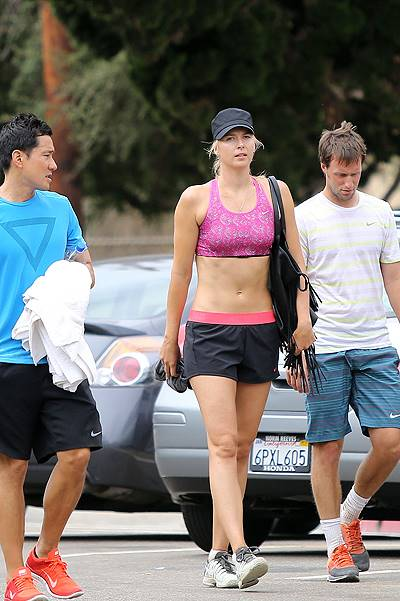 Maria Sharapova does a very hardcore work out