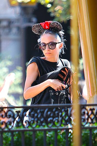 Nicole Richie spends the day at Disneyland with her children and Jennifer Meyer. Featuring: Nicole Richie Where: Anaheim, California, United States When: 20 Jul 2014 Credit: VALPO NNEWs/WENN.com