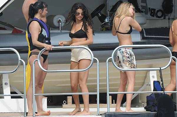 Selena Gomez and Cara Delevingne spend time parasailing, riding jet skis and relaxing on a yacht while on holiday together in Saint-Tropez Featuring: Selena Gomez,Cara Delevingne Where: Saint-Tropez, France When: 22 Jul 2014 Credit: SIPA/WENN.com **Only