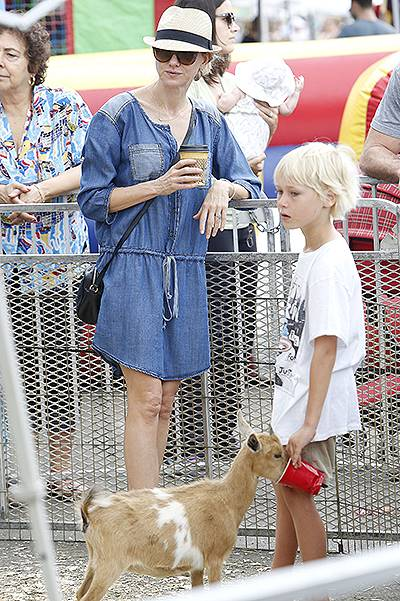 Naomi Watts and Liev Schreiber take their kids to the Farmers Market in Brentwood***NO DAILY MAIL SALES***