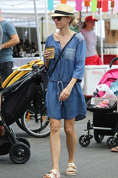 Naomi Watts and Liev Schreiber take their sons, Alexander and Samuel, to the Farmer's Market in Brentwood Featuring: Naomi Watts Where: Los Angeles, California, United States When: 27 Jul 2014 Credit: WENN.com