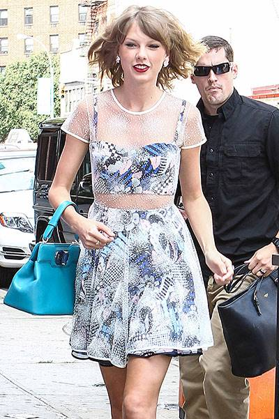Taylor Swift makes another fashionable stop at the gym