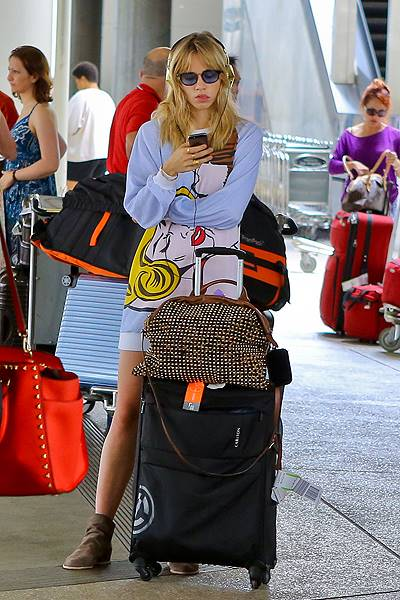 Suki Waterhouse stranded at LAX