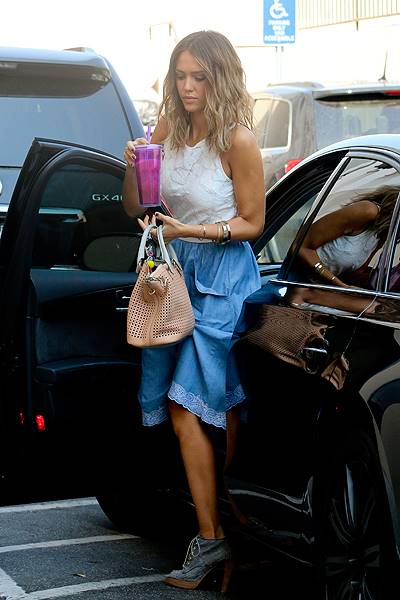 Jessica Alba is all smiles arriving at The Honest Company in Santa Monica, CA