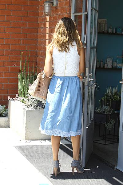 Jessica Alba seen heading to her office