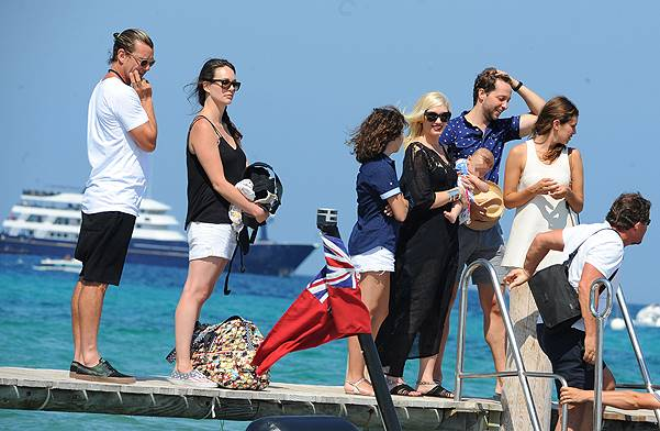 Gwen Stefani boards a boat with her husband, Gavin Rossdale, and son, Apollo Rossdale, at Le Club 55 in Saint Tropez Featuring: Gwen Stefani,Gavin Rossdale,Apollo Rossdale Where: Saint Tropez, France When: 01 Aug 2014 Credit: WENN.com **Not available fo