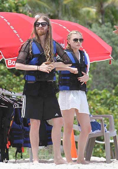 """""""If I Stay"""" actress Chloe Grace Moretz out and about on the beach in Miami Beach"""