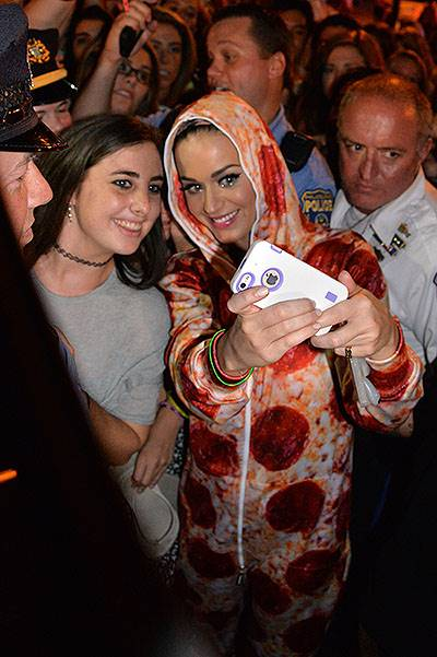 Katy Perry arrives at the famous 'Rocky' steps outside the Philadelphia Art Museum after performing her 2nd sold out concert at the Wells Fargo Center Featuring: Katy Perry Where: Philadelphia, Pennsylvania, United States When: 05 Aug 2014 Credit: Hugh D