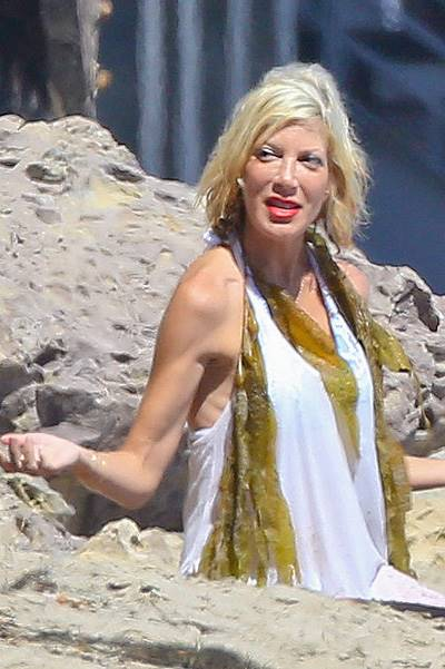 Tori Spelling and family hit the beach