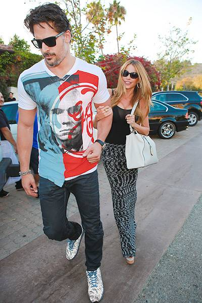 Sofia Vergara and Joe Manganiello check out the Malibu art scene