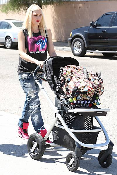 Gwen Stefani is seen leaving an acupuncture clinic with her son Apollo