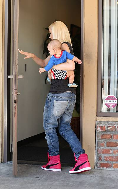 Gwen Stefani heads to an acupuncture clinic with her son Apollo in Korea Town, CA
