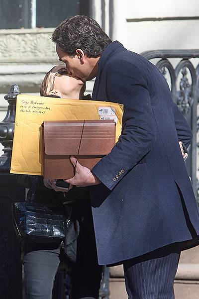 EXCLUSIVE: Mary-Kate Olsen and Olivier Sarkozy kissing in New York City