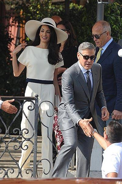 George and Amal go to the Venice town Hal to officialize their marriage