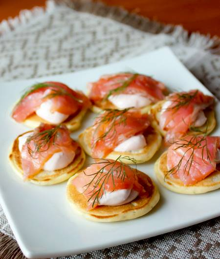 mini-pancakes-with-salmon1