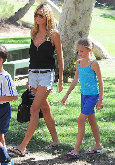 Heidi Klum and ex-husband Seal watch their children play in a soccer game in Brentwood, Los Angeles Featuring: Heidi Klum,Seal,Helene Samuel,Leni Samuel Where: Los Angeles, California, United States When: 04 Oct 2014 Credit: WENN.com