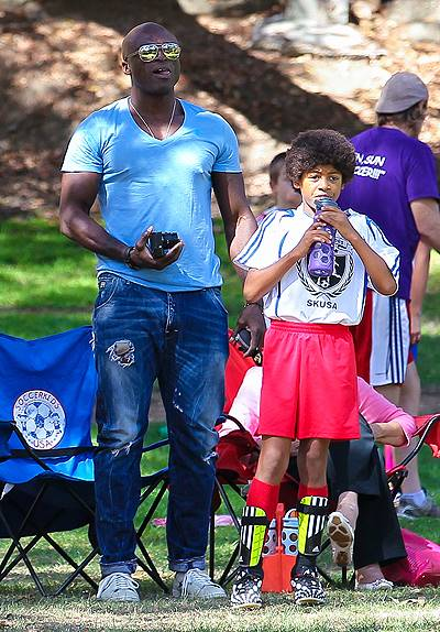 Heidi Klum and ex-husband Seal watch their children play in a soccer game in Brentwood, Los Angeles Featuring: Seal,Johan Samuel Where: Los Angeles, California, United States When: 04 Oct 2014 Credit: WENN.com