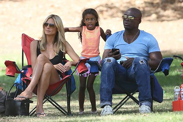 Heidi Klum and ex-husband Seal watch their children play in a soccer game in Brentwood, Los Angeles Featuring: Heidi Klum,Seal,Lou Samuel Where: Los Angeles, California, United States When: 04 Oct 2014 Credit: Michael Wright/WENN.com
