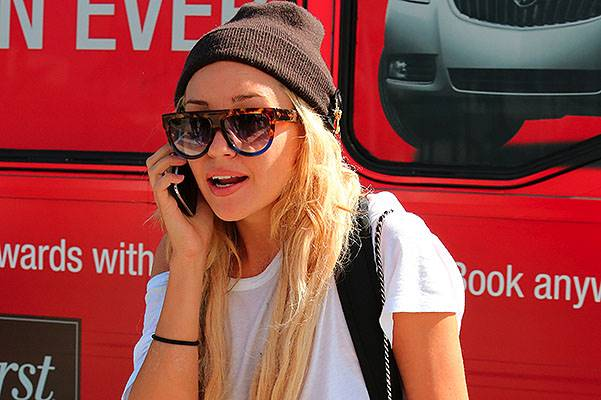 Striking Amanda Bynes arriving at LAX_part4