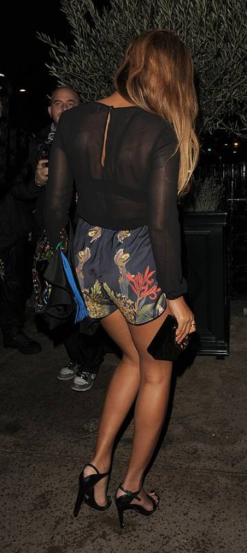 Beyonce Knowles and husband Jay-Z enjoy a dinner date at Harry's Bar in Mayfair