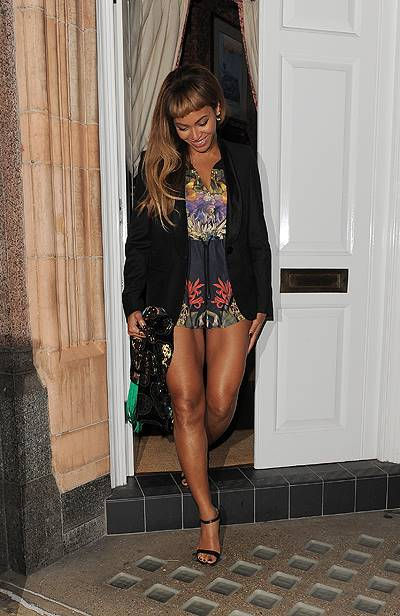 Celebrities leave Harry's Bar, after a private party. Adele was first to leave at 12.30am, followed by Beyonce at 4.15am. Jay-Z and Will.i.am left together at 4.25am Featuring: Beyonce Knowles Where: London, United Kingdom When: 18 Oct 2014 Credit: Will