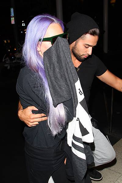 Amanda Bynes acts camera shy as she arrives at The Standard, Hollywood with a male friend Featuring: Amanda Bynes Where: Los Angeles, California, United States When: 07 Nov 2014 Credit: revolutionpix/WENN.com