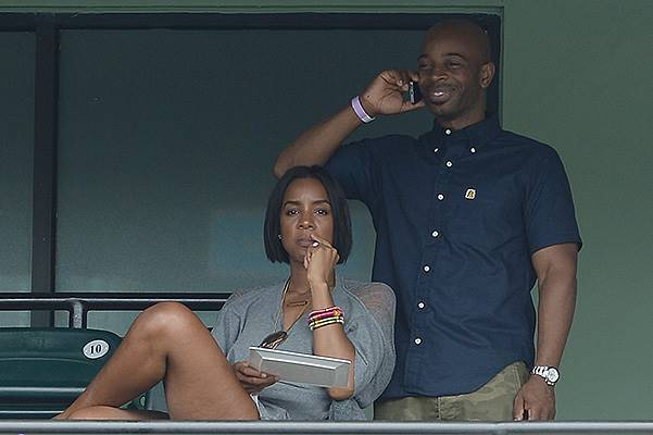Kelly Rowland watches as Serena Williams of the USA defeats Na Li of China