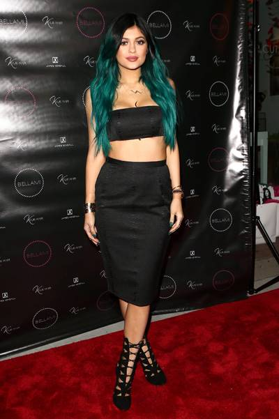 Kylie Jenner launches new hair product line  Pt 2